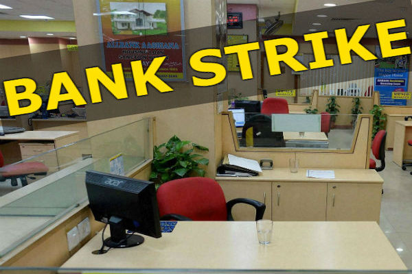 Bank Strike :  For 6th day banks to remain close, 10L employees on strike