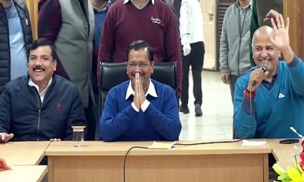 Kejriwal Oath Ceremony :Arvind Kejriwal takes oath as CM for third time at the Ramlila Maidan.