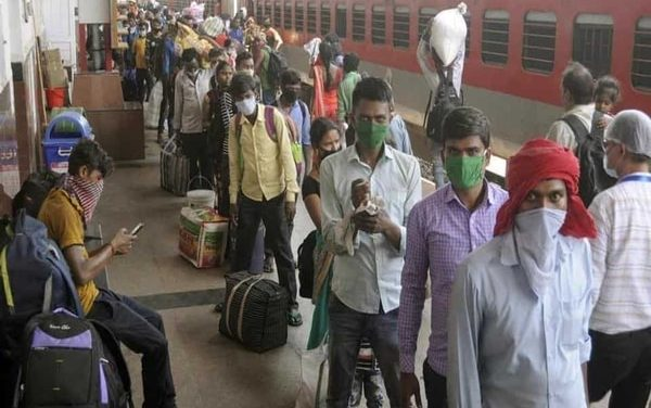 Supreme Court orders Centre and States to immediately provide transport, food and shelter free of cost to stranded migrant workers