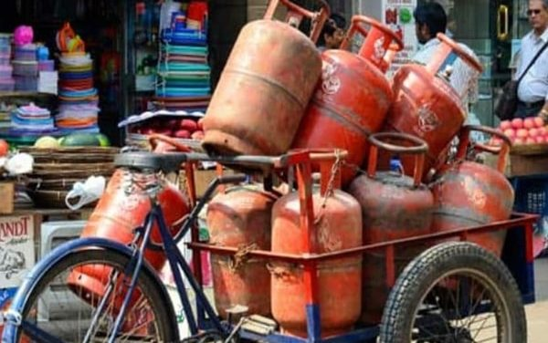 LPG Cylinder Rates: Prices remain unchanged this month, Check all details here